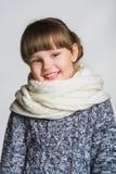 女孩愉快微笑 关闭女性面孔画象 免版税图库摄影