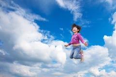 女孩愉快的上涨天空 库存照片