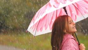 女孩愉快的图象少许伞向量 影视素材