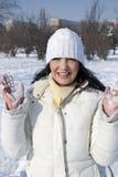 女孩愉快的室外冬天 免版税库存照片