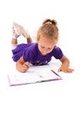 女孩愉快的小的笔记本 免版税图库摄影