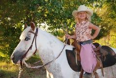 女孩愉快的小马 免版税库存照片