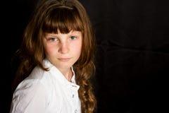 女孩愉快的微笑的年轻人 免版税图库摄影