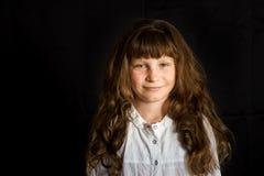 女孩愉快的微笑的年轻人 免版税库存照片
