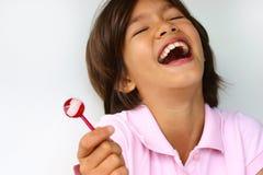 女孩愉快的棒棒糖 库存图片