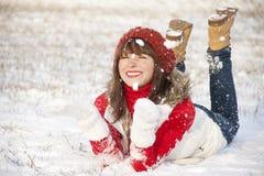 女孩愉快的纵向微笑的冬天 库存照片