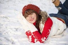 女孩愉快的纵向微笑的冬天 免版税图库摄影