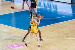 女孩戏剧篮球 库存照片