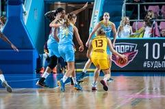 女孩戏剧篮球 图库摄影
