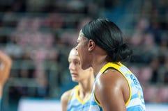 女孩戏剧篮球 免版税库存图片