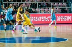 女孩戏剧篮球 免版税图库摄影