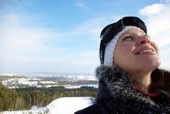 女孩手段滑雪微笑的年轻人 库存照片