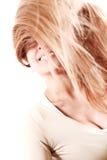 女孩投掷的头发 免版税库存照片