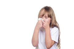 女孩抹咳嗽和流鼻涕 免版税库存图片
