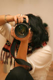 女孩拍照 免版税库存图片