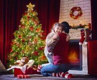 女孩拥抱一个父母 库存照片