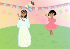 女孩捉住新娘花束 免版税库存照片