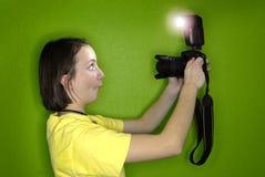 女孩摄影师纵向自 库存照片