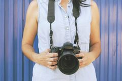 女孩摄影师, 免版税库存图片