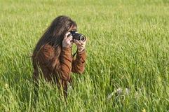 女孩摄影师 免版税库存照片