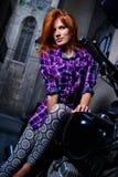 女孩摩托车性感的开会 免版税库存图片