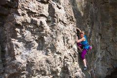女孩攀岩运动员 库存图片