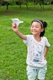 女孩放置飞机 免版税库存照片