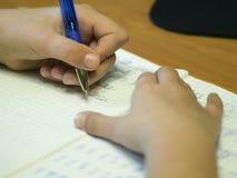 女孩文字特写镜头 递铅笔 免版税库存照片