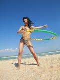 女孩旋转箍的hula 库存图片