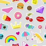 女孩时尚贴纸补丁逗人喜爱的五颜六色的徽章乐趣动画片象设计乱画元素时髦印刷品传染媒介 库存照片