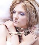 女孩时髦理发的纵向 库存照片