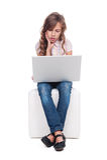 女孩是使和查看膝上型计算机不耐烦 免版税图库摄影