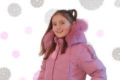 女孩是在粉红色下来被填充的外套 免版税库存图片