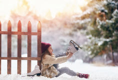 女孩是去的冰鞋 免版税图库摄影
