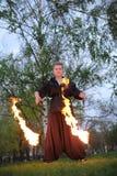 女孩显示在自然的火展示 图库摄影