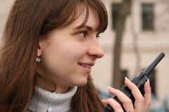 女孩有声电影walkie 免版税库存照片