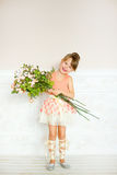 女孩有花的芭蕾舞女演员 免版税库存照片