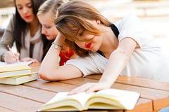 女孩有足够书 免版税库存照片