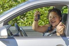 女孩有驾照 库存图片