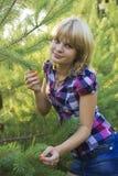 女孩木头 库存照片
