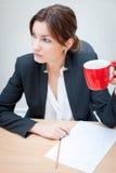 女孩查出的办公室工作场所 免版税库存图片