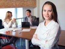 女孩查出的办公室工作场所 免版税库存照片