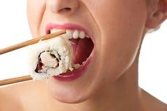 女孩查出的寿司 免版税库存图片