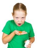 女孩查出的橙色药片 免版税库存图片