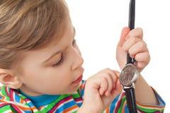 女孩查出衬衣起始时间镶边的t手表 库存图片