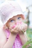 女孩桃红色的一点起来了嗅到 图库摄影