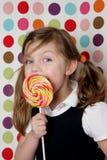 女孩棒棒糖年轻人 免版税库存照片