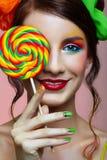 女孩棒棒糖机智 免版税库存图片