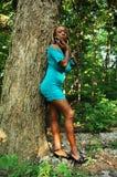 女孩森林 库存照片