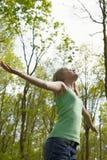 女孩森林 免版税图库摄影